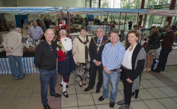 marys-market-vintage-market-%282%29-640x427